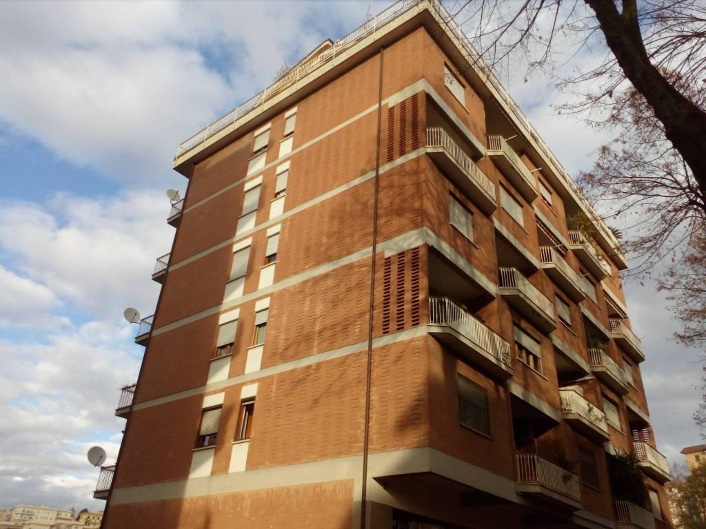 Appartamento in buone condizioni in vendita Rif. 8847916