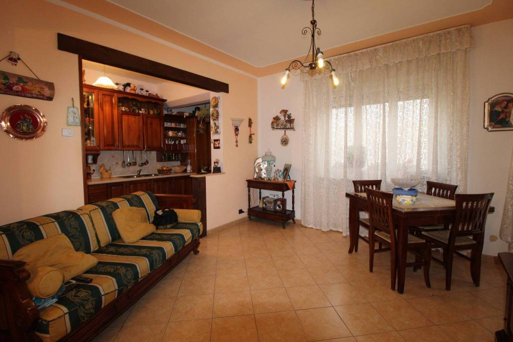 Appartamento in buone condizioni in vendita Rif. 8850237