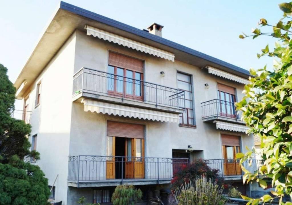 Appartamento in vendita a Gavirate, 5 locali, prezzo € 149.000 | CambioCasa.it