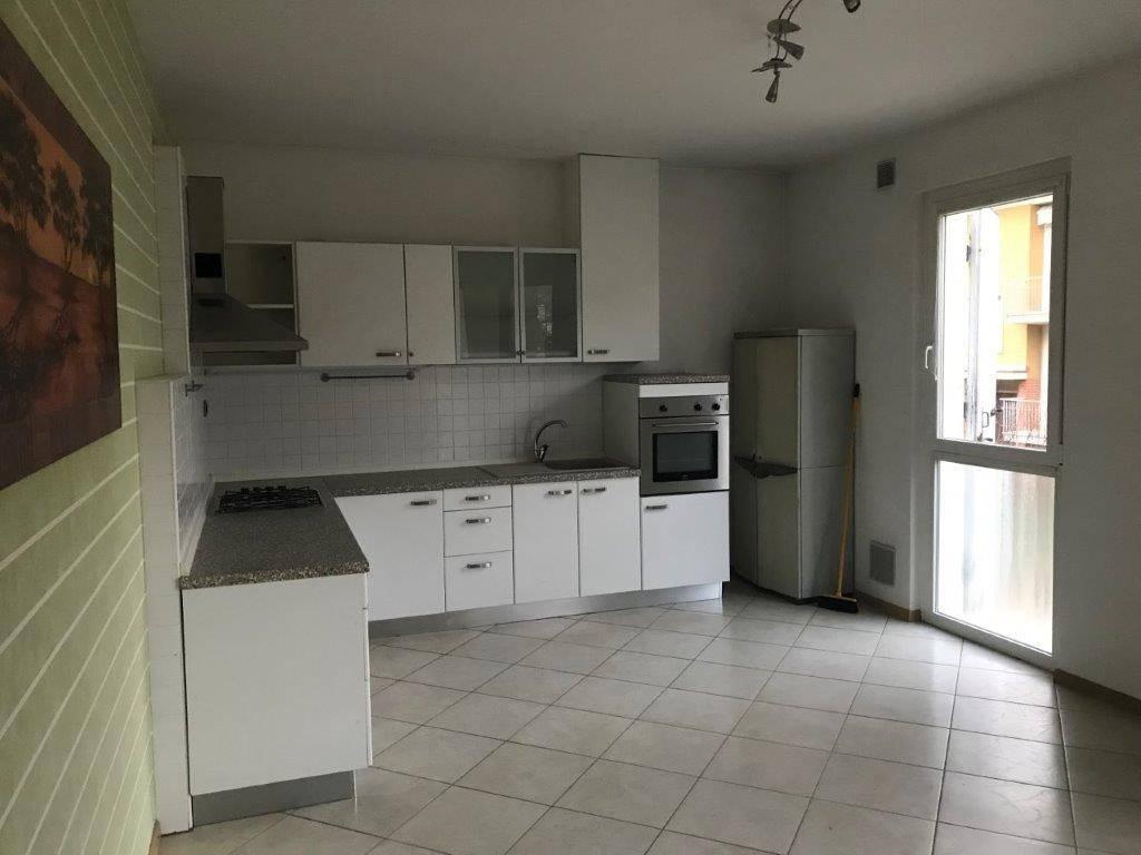 Appartamento in buone condizioni parzialmente arredato in vendita Rif. 8844563