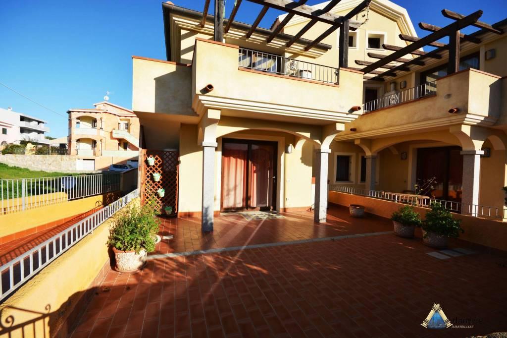 Appartamento in ottime condizioni parzialmente arredato in vendita Rif. 8848791