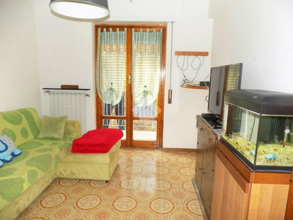 Appartamento in buone condizioni parzialmente arredato in vendita Rif. 9159299