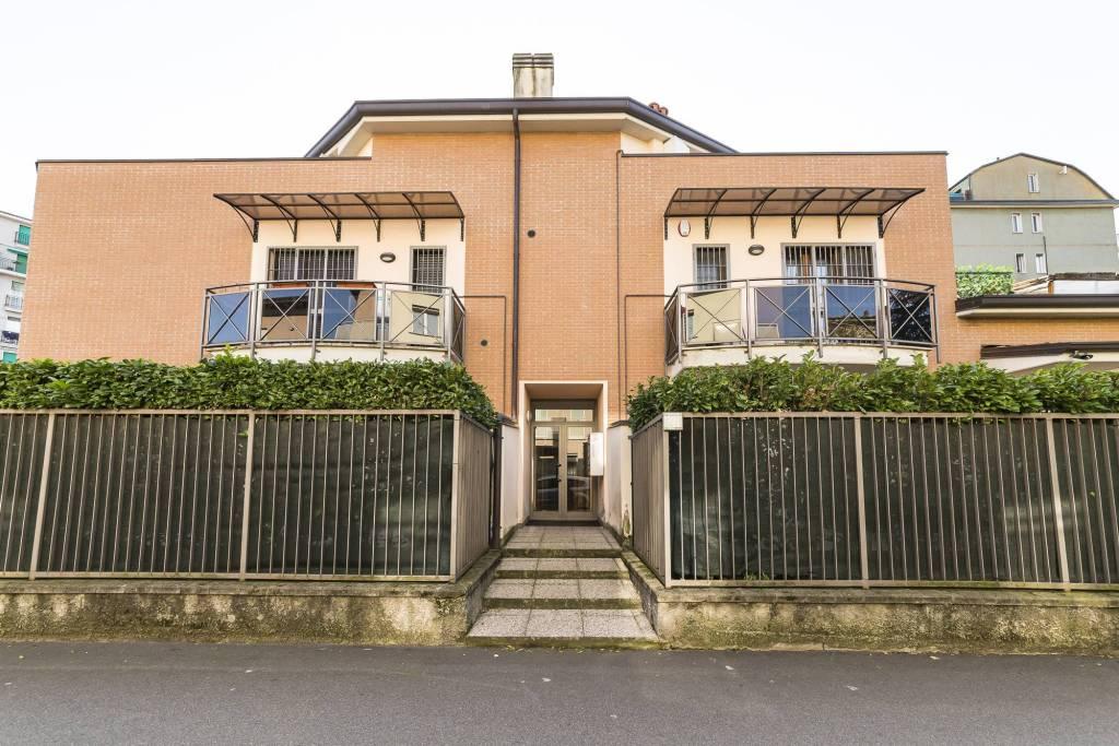 Appartamento in ottime condizioni in vendita Rif. 8847389