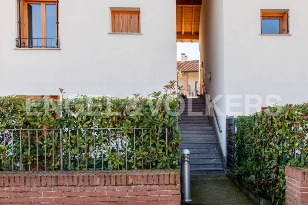 Appartamento in ottime condizioni arredato in vendita Rif. 8851020