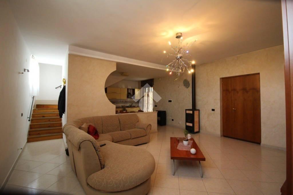 Appartamento in ottime condizioni in vendita Rif. 9333265
