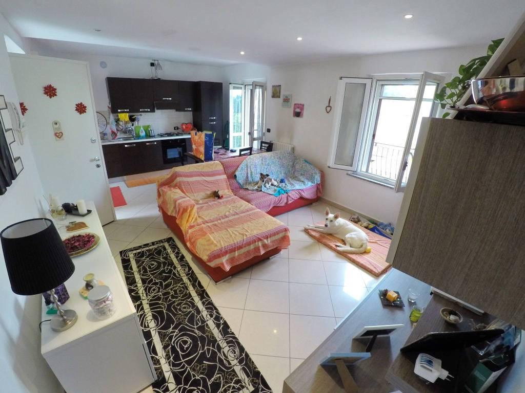 Appartamento in buone condizioni parzialmente arredato in vendita Rif. 8846003