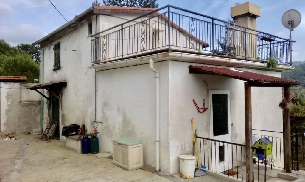 Villa in vendita a Neirone, 6 locali, prezzo € 149.000 | PortaleAgenzieImmobiliari.it