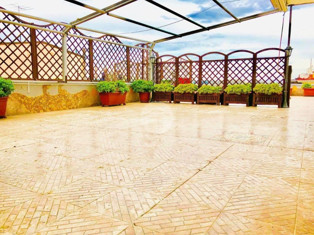 Appartamento in ottime condizioni in vendita Rif. 9273887