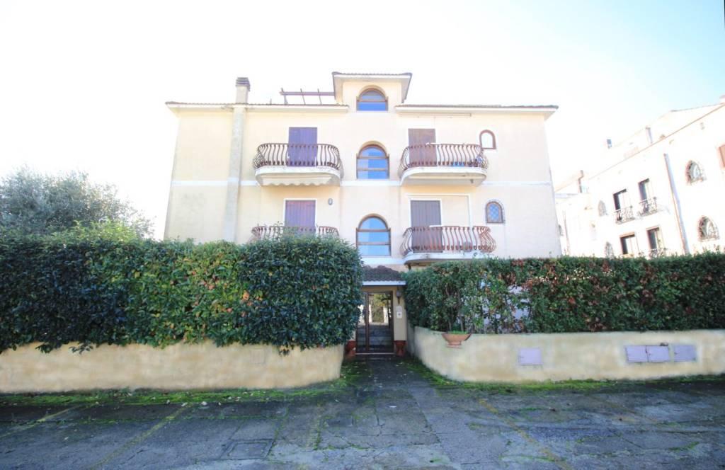 Appartamento in ottime condizioni parzialmente arredato in vendita Rif. 8850529