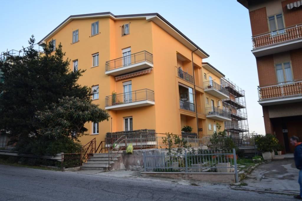 Appartamento in ottime condizioni in vendita Rif. 6837435