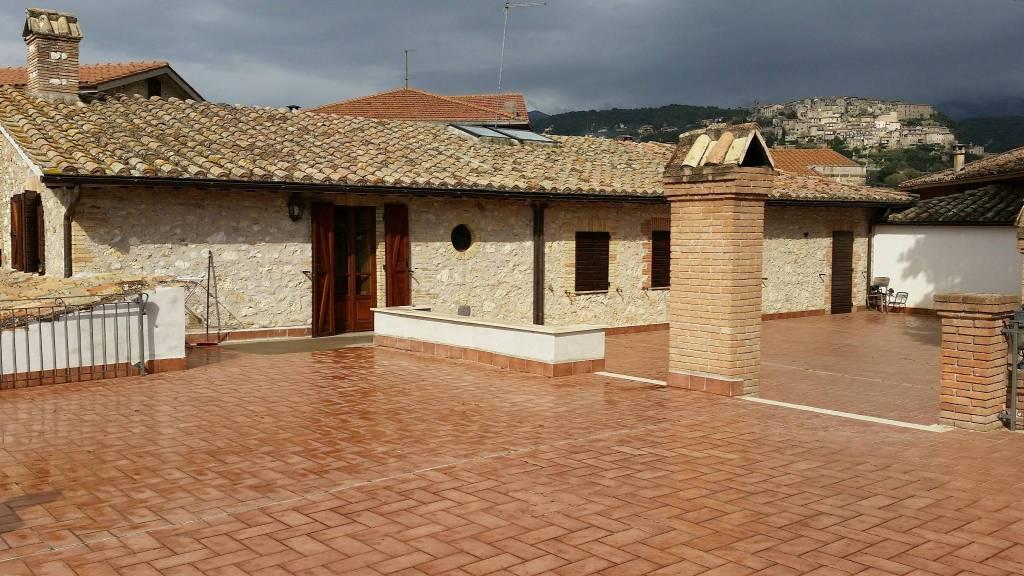 CALVI DELL'UMBRIA (TR):Casale in pietra con terreno