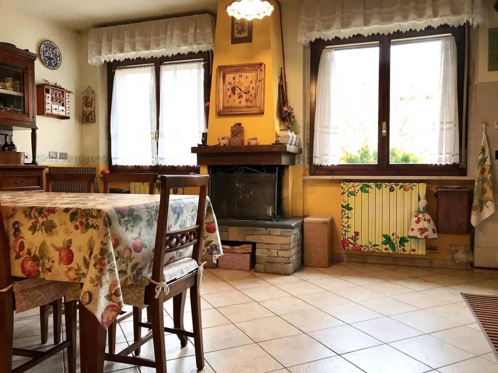 Appartamento in buone condizioni in vendita Rif. 8802964
