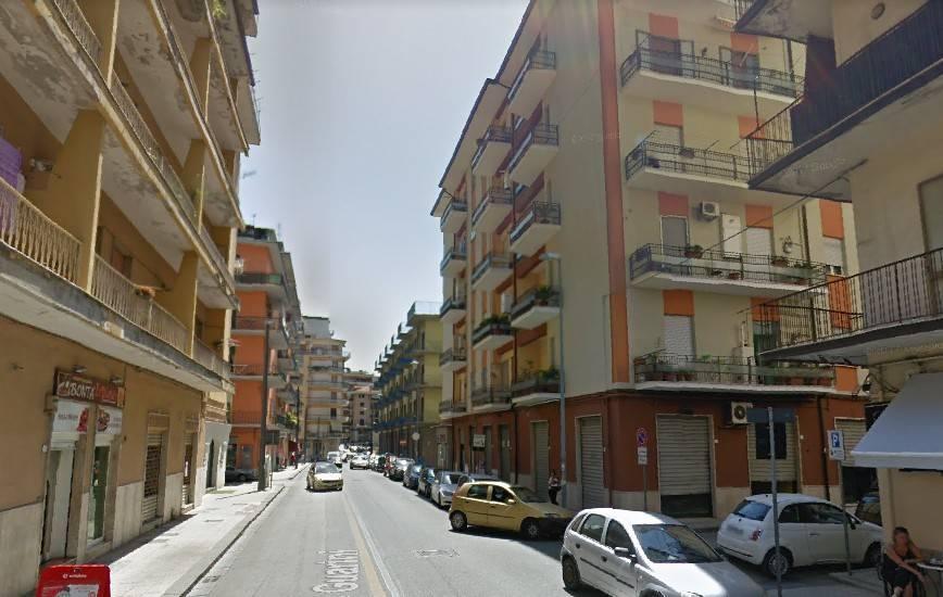 Appartamento in buone condizioni arredato in affitto Rif. 8847228