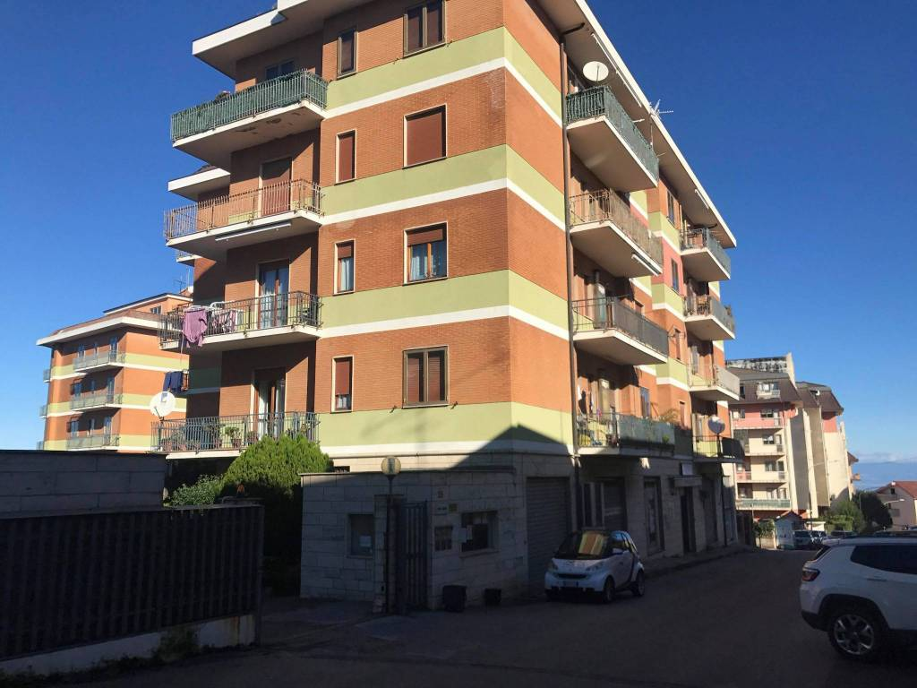 Appartamento in buone condizioni in vendita Rif. 8850064