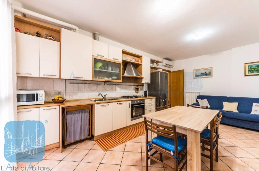Appartamento in buone condizioni parzialmente arredato in vendita Rif. 8848031