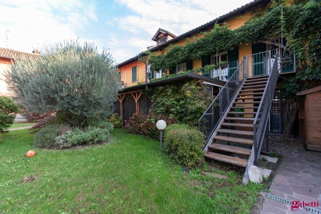 Appartamento in ottime condizioni in vendita Rif. 9100225
