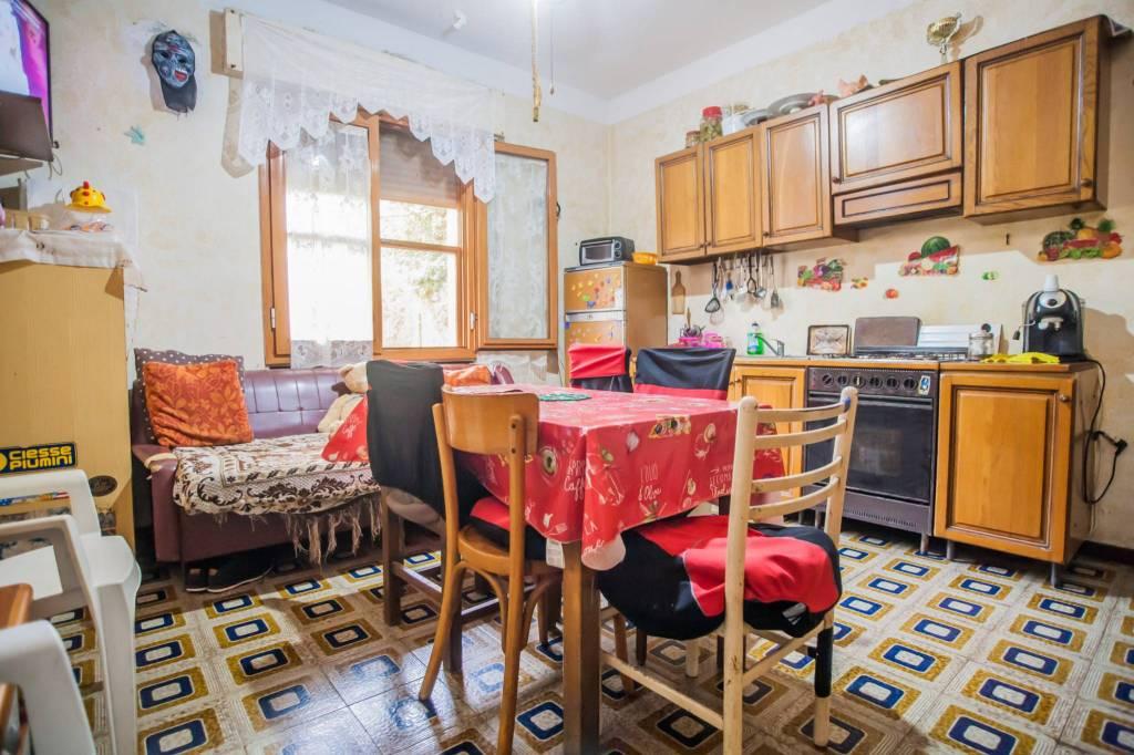 Appartamento in buone condizioni in vendita Rif. 8851330