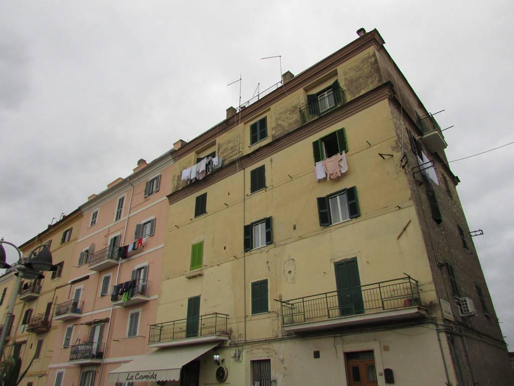 Appartamento in buone condizioni in vendita Rif. 9155238