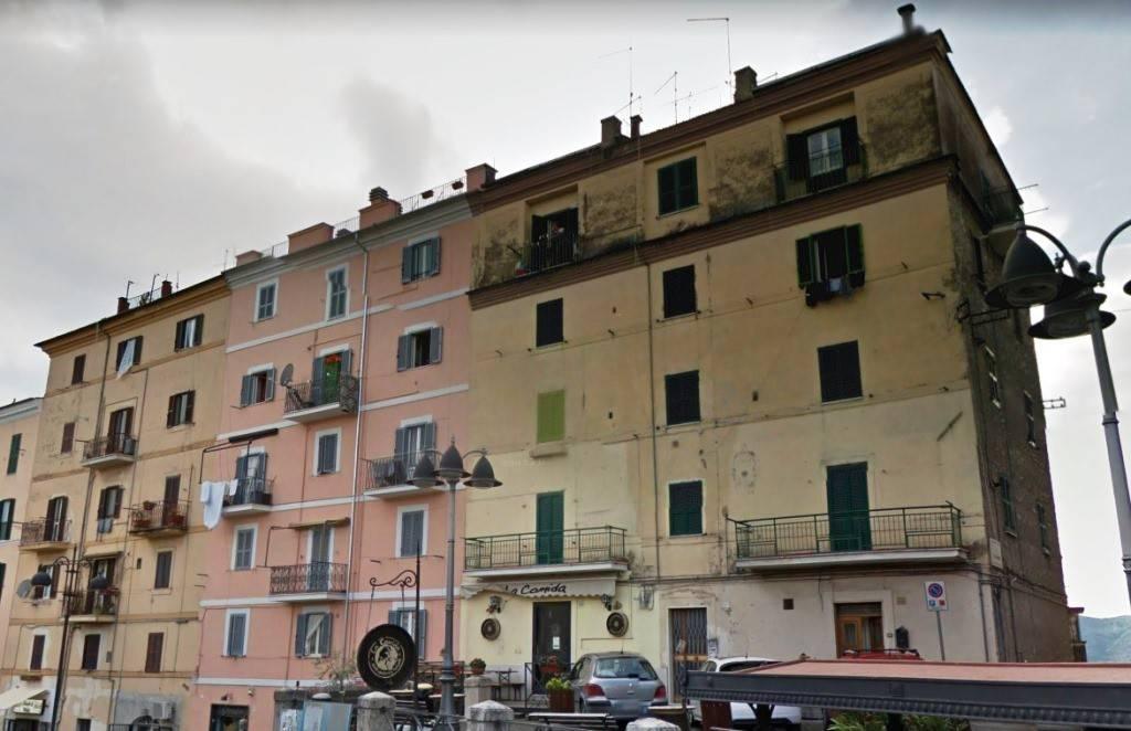 Appartamento in buone condizioni in vendita Rif. 9155239