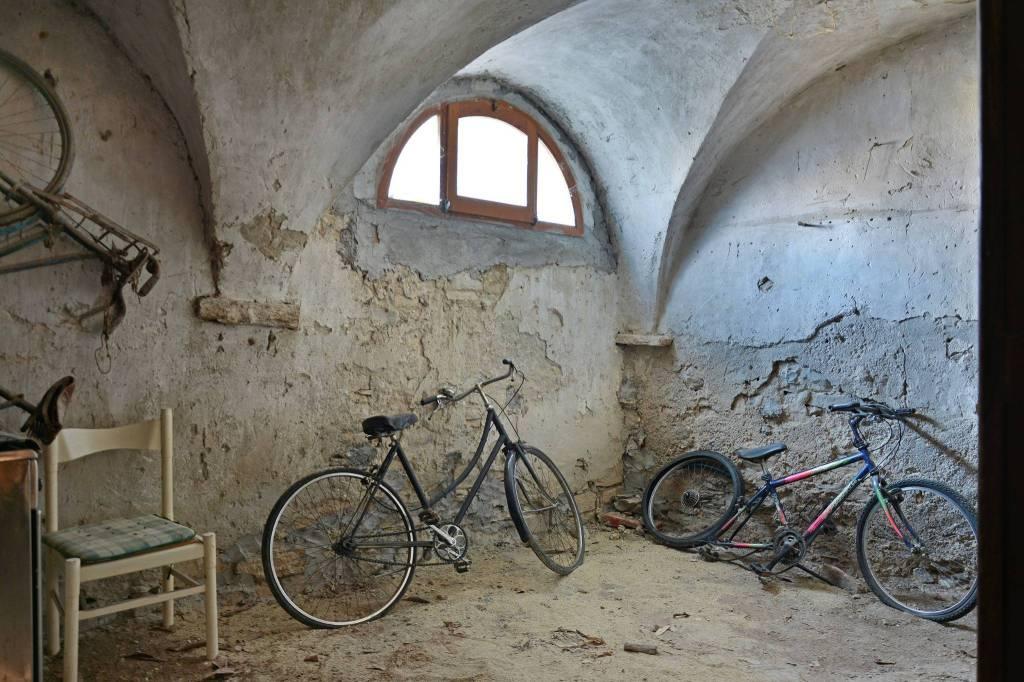 Appartamento in buone condizioni arredato in vendita Rif. 8845976