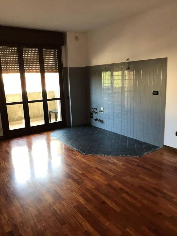 Appartamento in buone condizioni in affitto Rif. 8847422