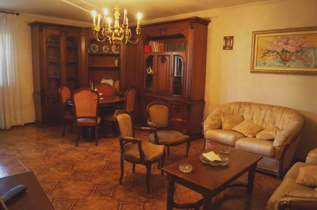 Villetta a schiera parzialmente arredato in vendita Rif. 8896589