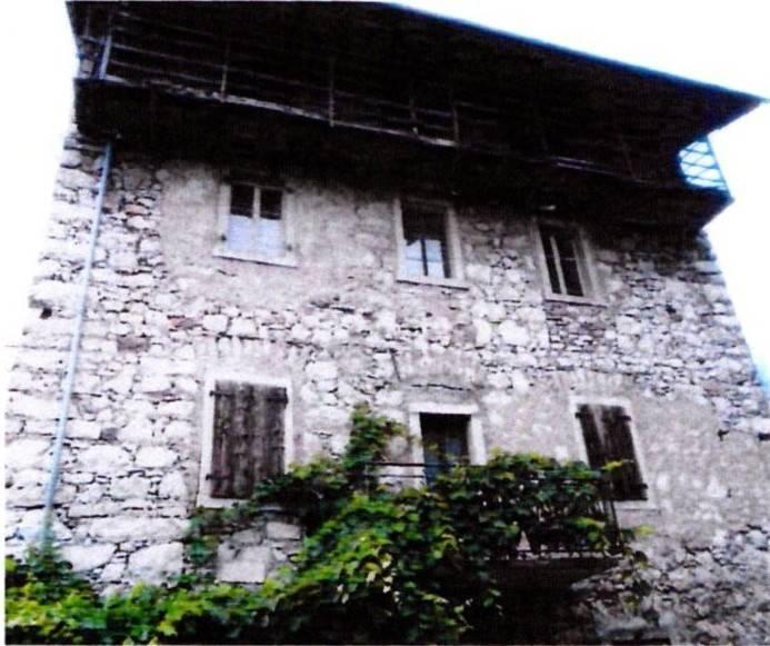 Rustico / Casale da ristrutturare in vendita Rif. 8848781