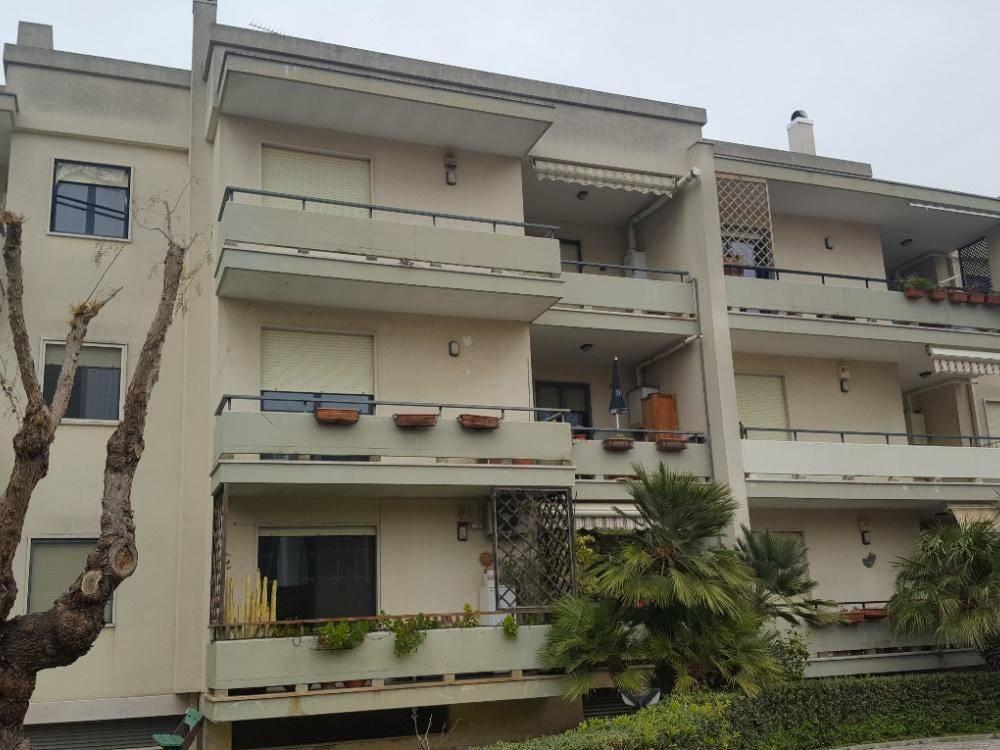Appartamento in buone condizioni in vendita Rif. 8850954