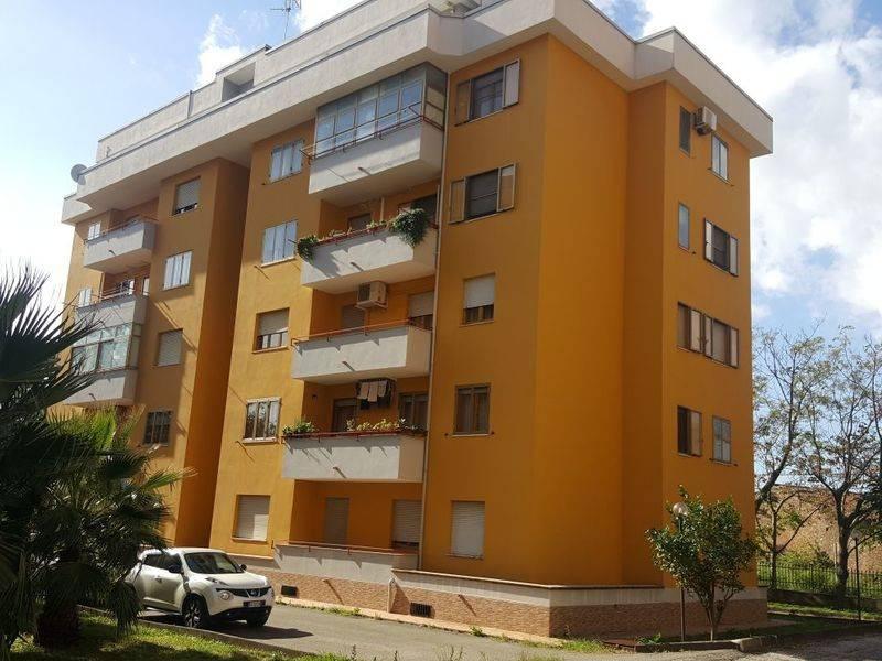 Appartamento in buone condizioni in vendita Rif. 8851087