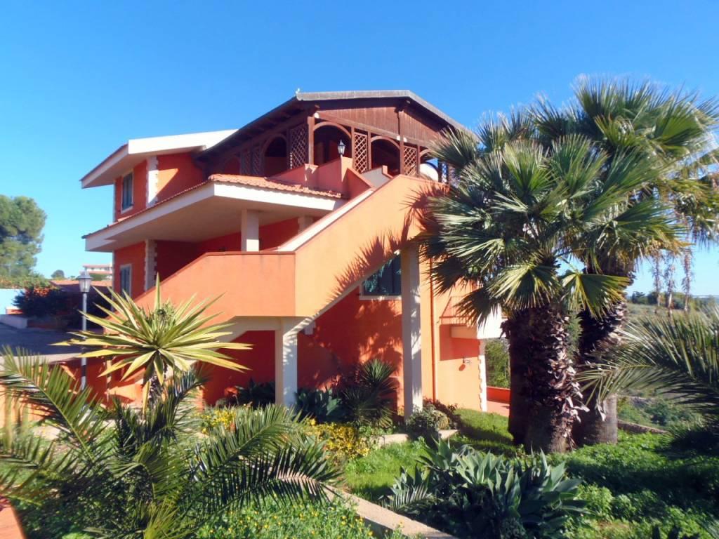 Villa in ottime condizioni arredato in vendita Rif. 8845896
