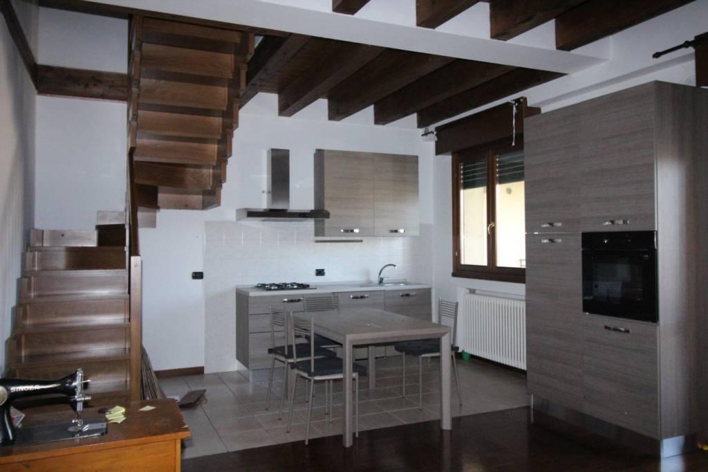 Castelnuovo del Garda. Appartamento disposto su due livelli.