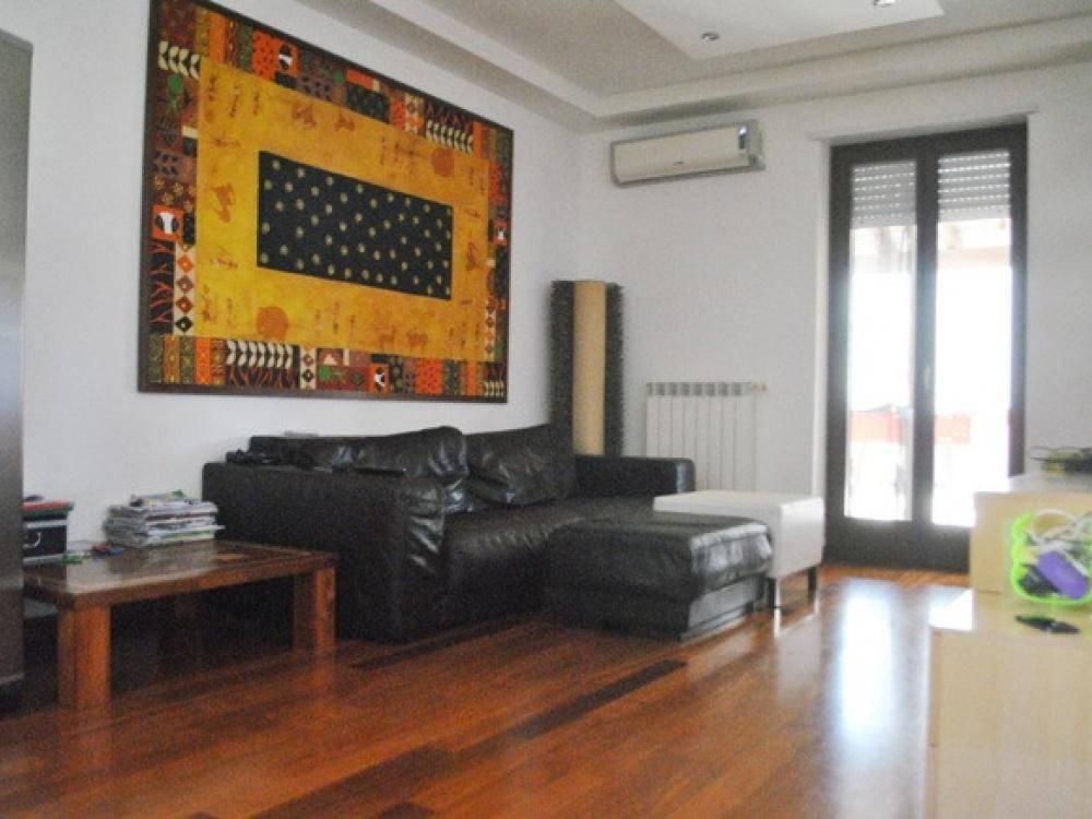 Appartamento in buone condizioni in vendita Rif. 8850956