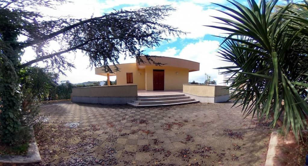 Villa in buone condizioni in vendita Rif. 8830924