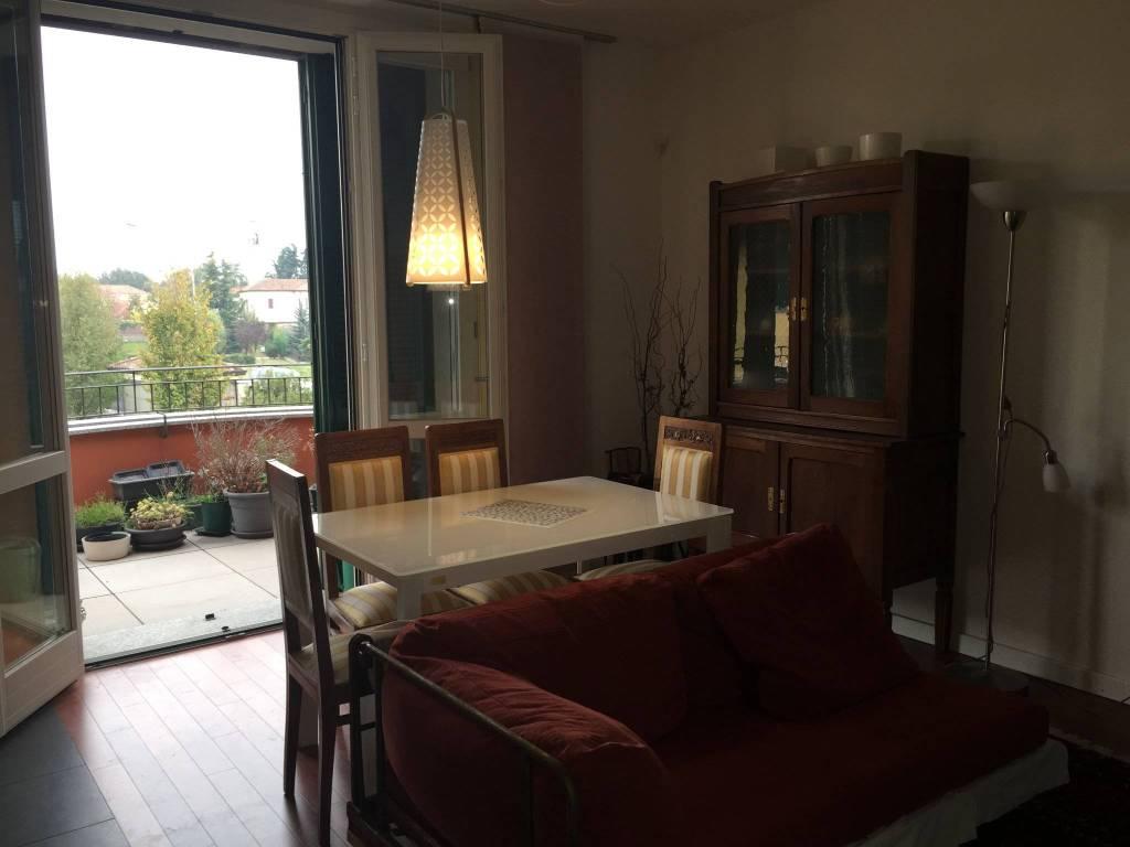 Appartamento in buone condizioni parzialmente arredato in vendita Rif. 8845979