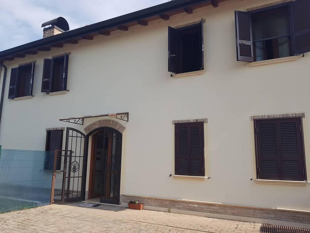 Appartamento in buone condizioni parzialmente arredato in affitto Rif. 8845003