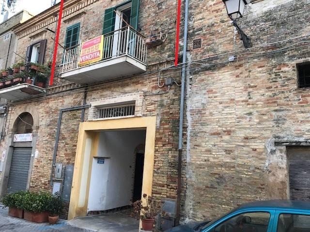 Appartamento in buone condizioni in vendita Rif. 8848203