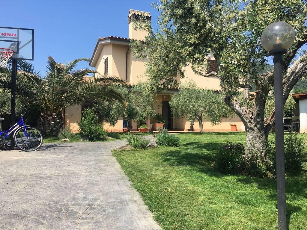 Villa in vendita a Trevignano Romano, 6 locali, prezzo € 490.000 | CambioCasa.it