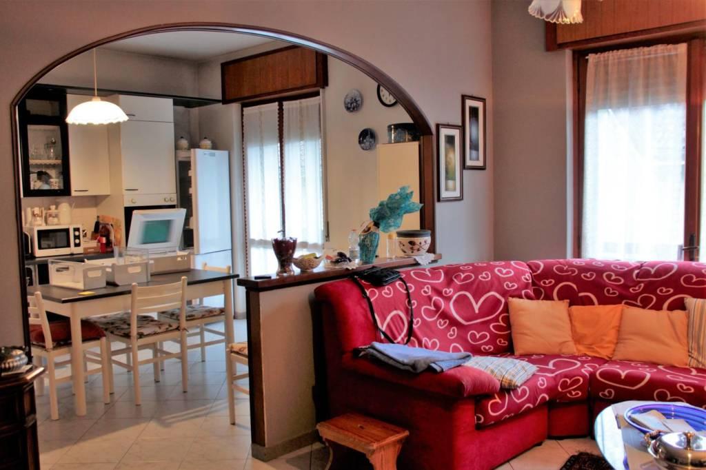 Appartamento in buone condizioni in vendita Rif. 8862574