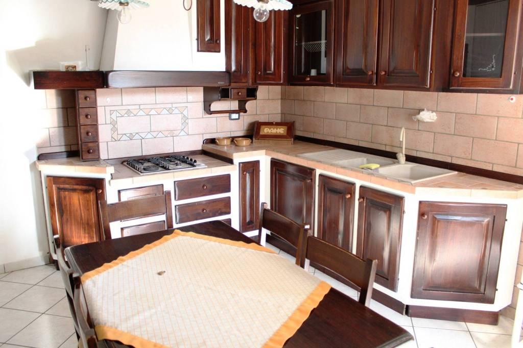 Appartamento in ottime condizioni arredato in affitto Rif. 8849604