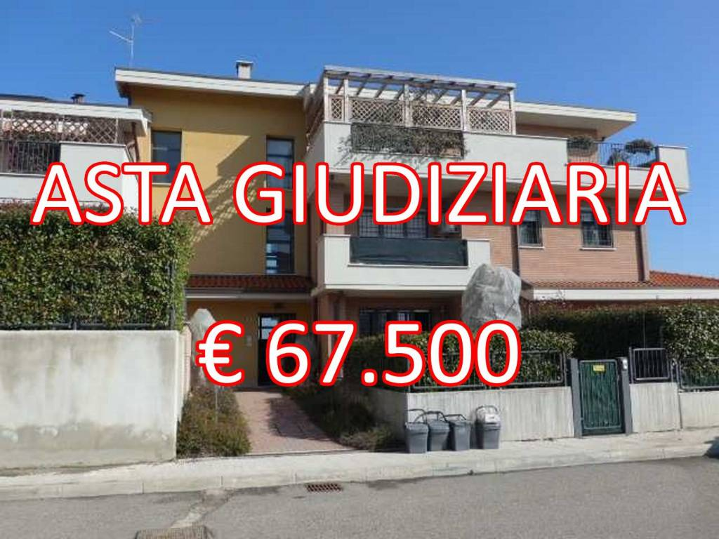 Appartamento in buone condizioni in vendita Rif. 8861570