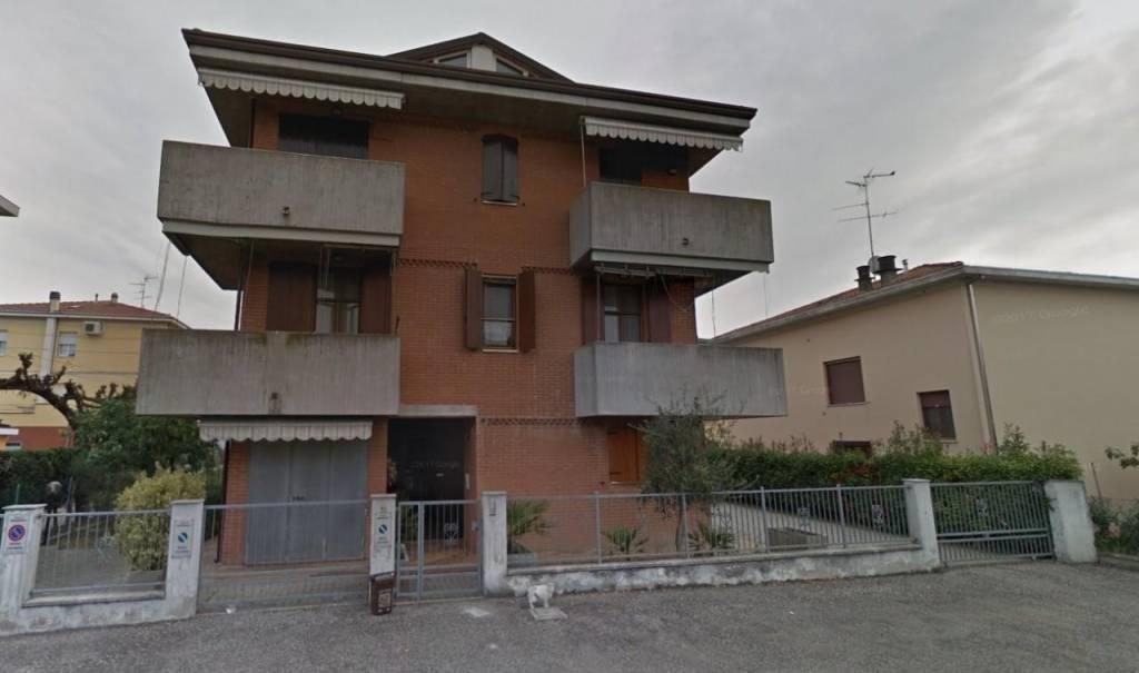 Appartamento in buone condizioni in vendita Rif. 8863084