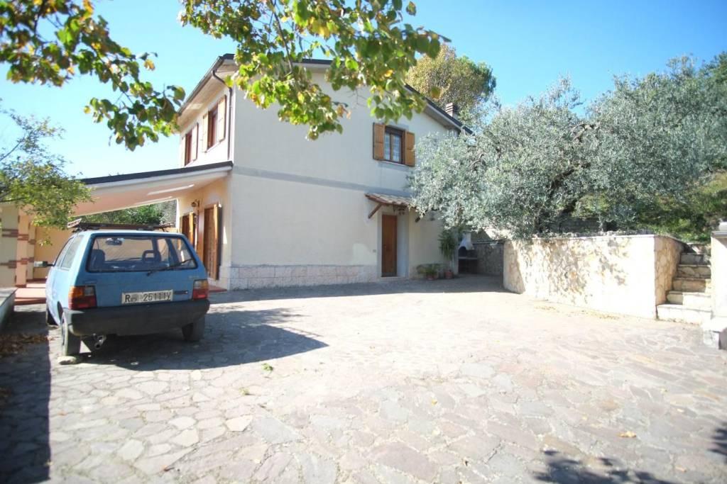 Villa in buone condizioni in vendita Rif. 8859336