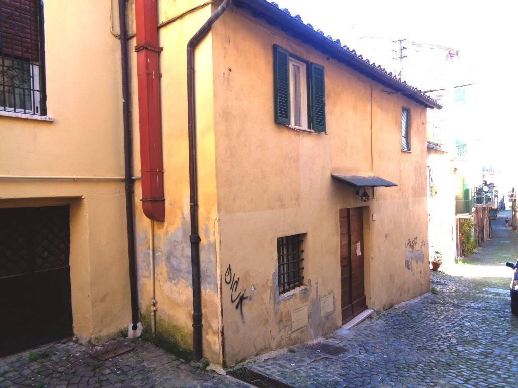 Negozio / Locale in affitto a Bracciano, 2 locali, prezzo € 600   CambioCasa.it