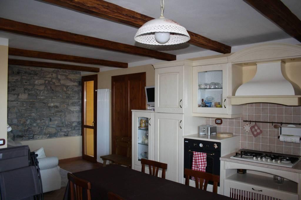 Appartamento in ottime condizioni arredato in vendita Rif. 8814045