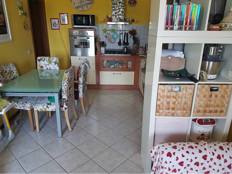 Appartamento in buone condizioni parzialmente arredato in vendita Rif. 8861566