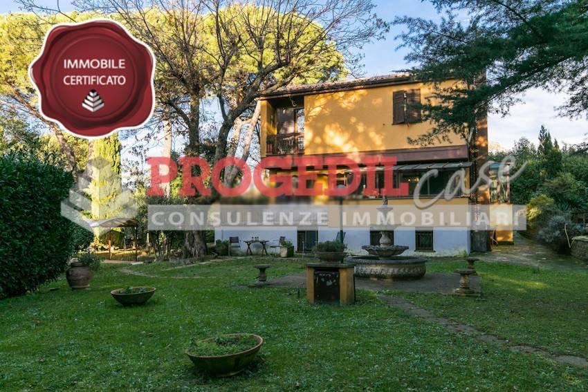 Villa in buone condizioni in vendita Rif. 8859880