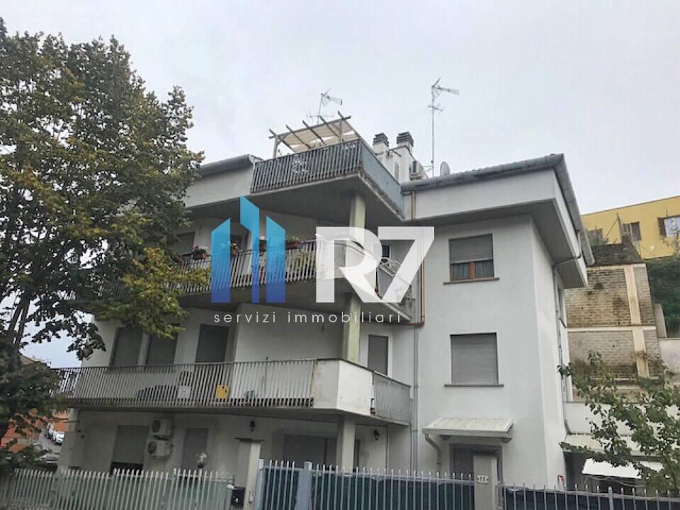 Appartamento in buone condizioni in vendita Rif. 8860761