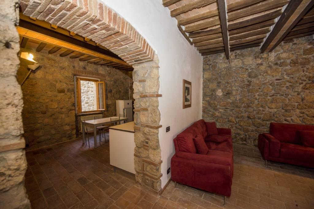 Appartamento in ottime condizioni parzialmente arredato in vendita Rif. 8862074