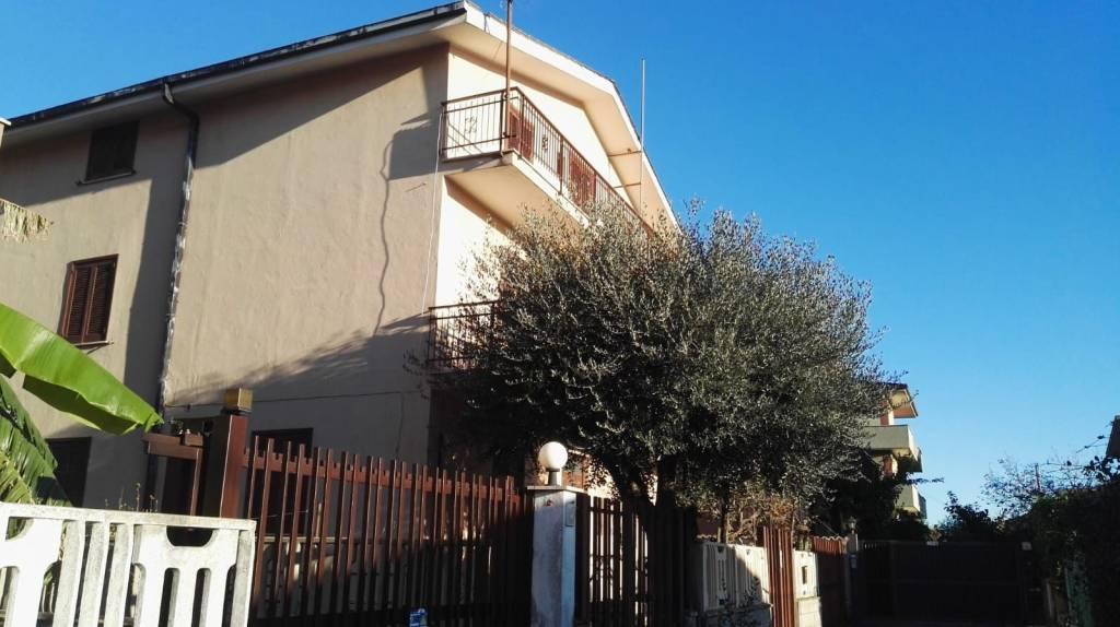 Stabile / Palazzo da ristrutturare in vendita Rif. 8720390