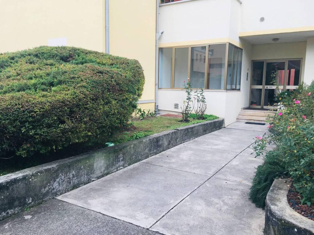 Appartamento in buone condizioni parzialmente arredato in vendita Rif. 8862788